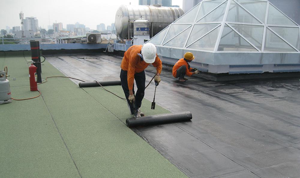 Thợ chống thấm trần nhà
